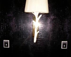 Hallway crocodile walls at Encore_casartblog