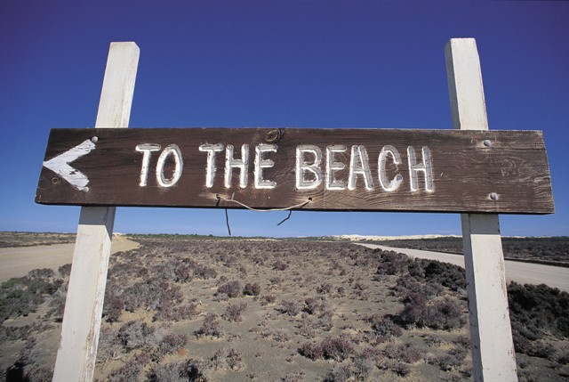 Beach-sign via Lou Lou Loves Vintage, as seen on Slipcovers for your walls, casartblog