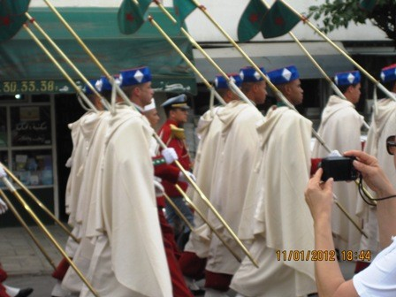Moroccan guards with the king_casartblog