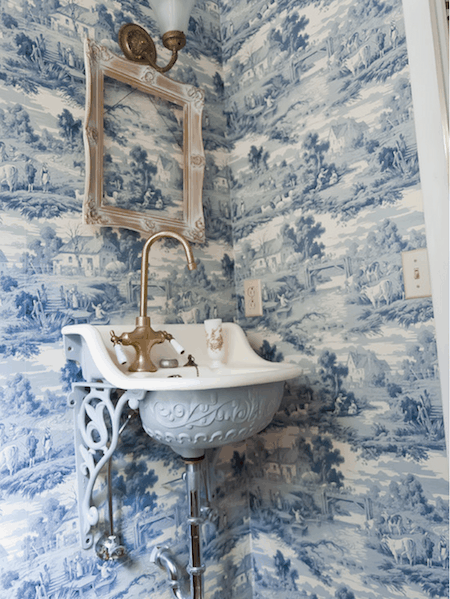Blue and white toile via Kristie Barnett, The Decorologist on Houzz on casartblog