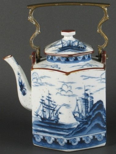 blue-white-tea-kettle_Dargate auction on casartblog