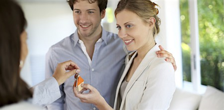 Young couple buying a home. Image via Mathios Villas_casartblog