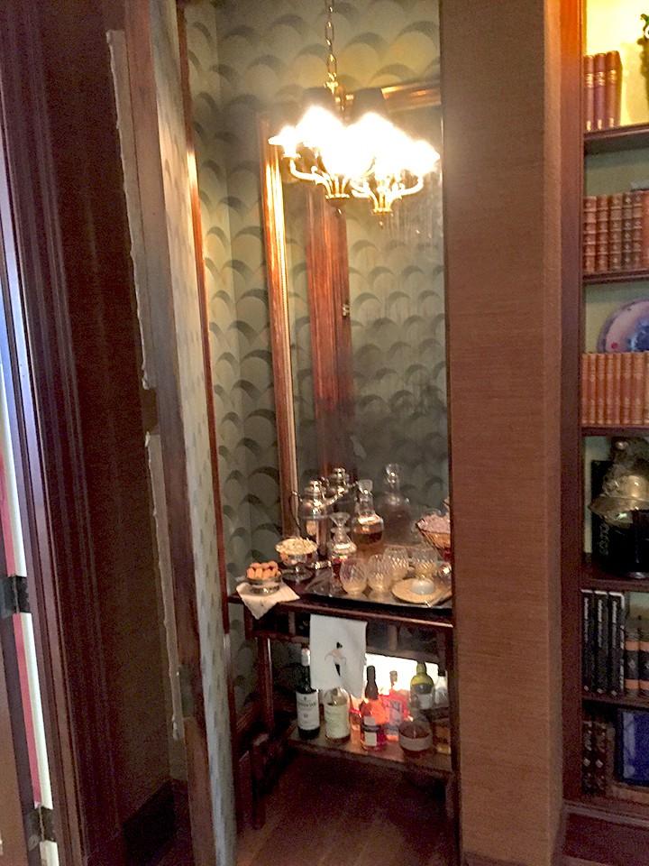 8_library_hidden-bar_casartblog