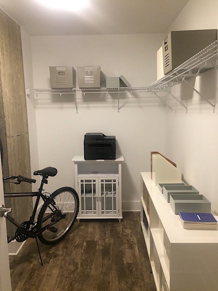 7_e-lofts-closet_casartblog