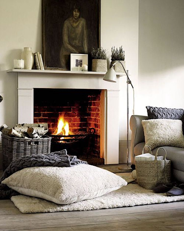 Pillow with fireplace in winter room_Elle on casartblog