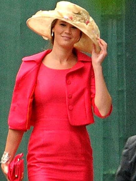 Joss Stone wears a floral hat to Kate Middleton's wedding_casartblog