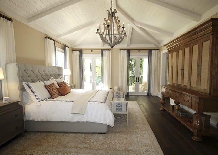 Soft rug will add elegance in bedroom_casartblog