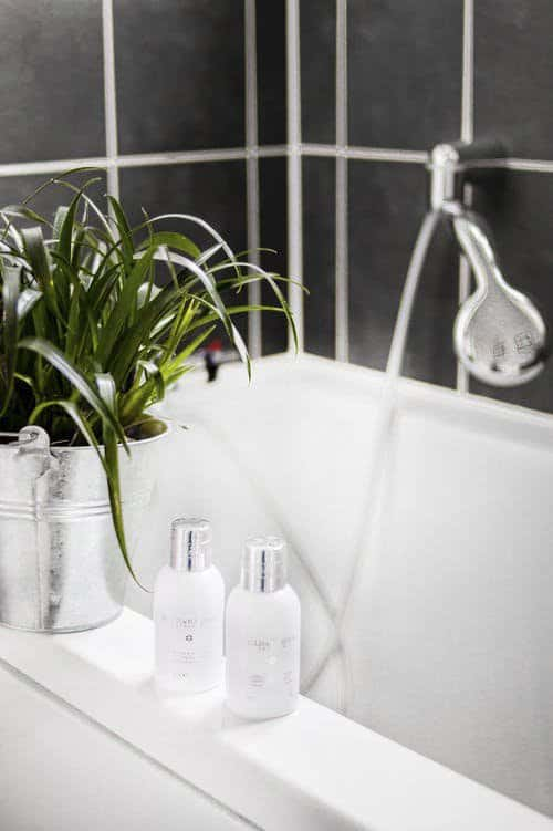 Add some plants_eclectic bathroom_Diana Smith_casartblog