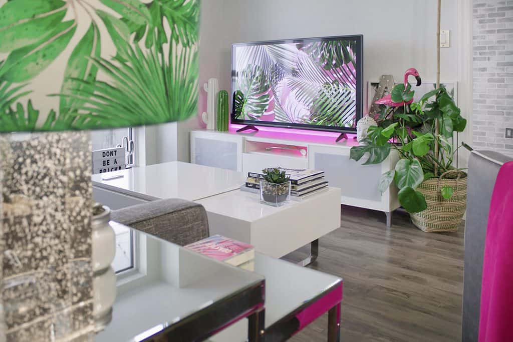 Miami colored living room by Designcologist_casartblog