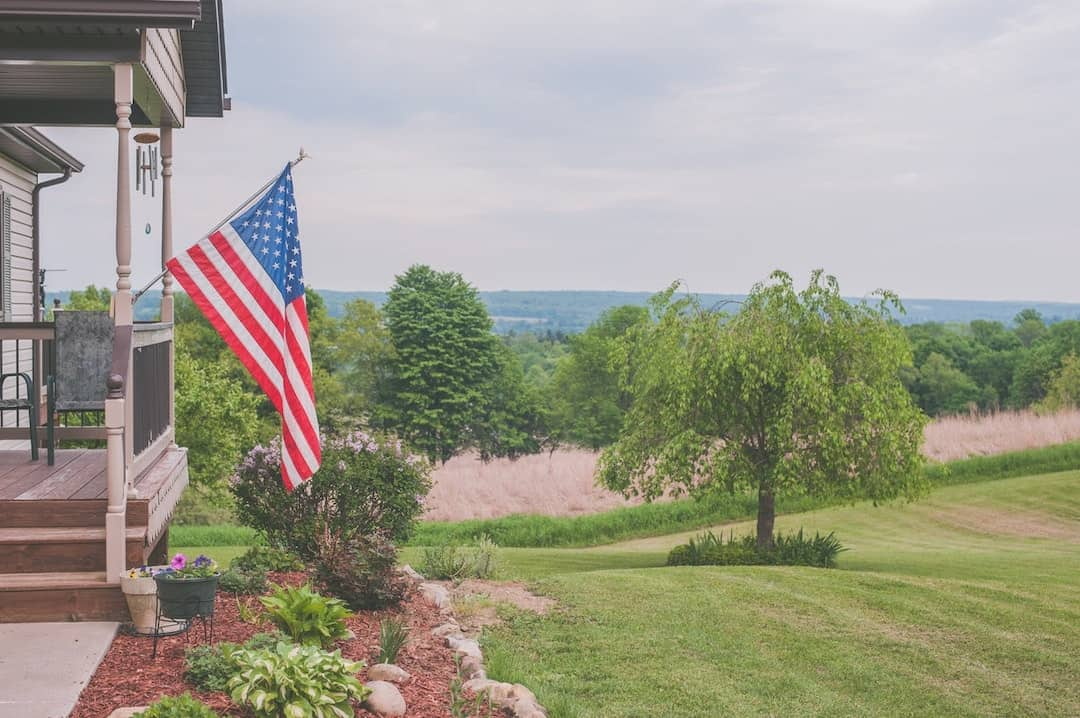 Patriotic decor_pexels_Jessica Lewis_Casartblog