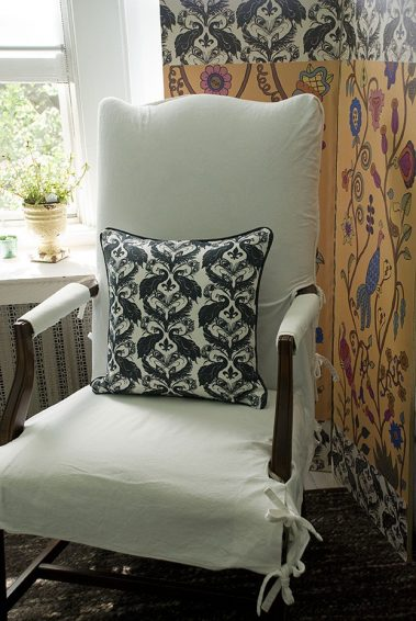Casart coverings_Damask Pillow_Kristin Nicholas screen