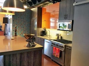 Homeowner decorates her contemporary kitchen with Birds & Birch Casart Coverings temporary wallpaper